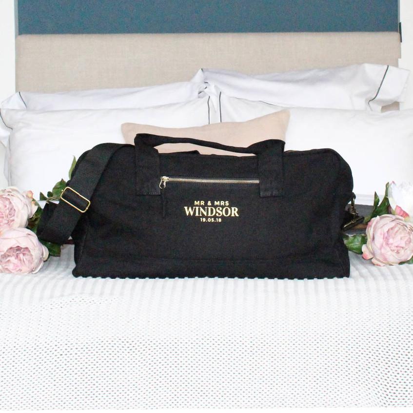original_luxury-bespoke-mr-mrs-wedding-holdall (4)