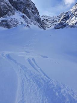 Powder-Abfahrt im Falkenkar