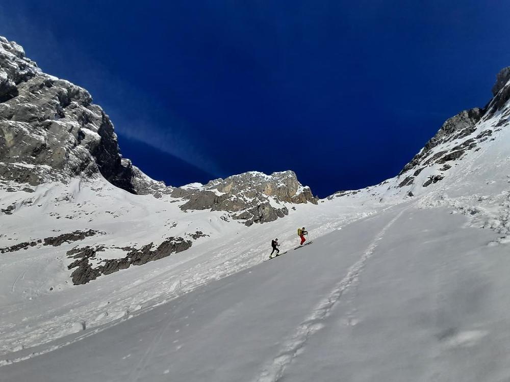 Zwei lenggrieser Bergführer auf Skitour im Talelekar