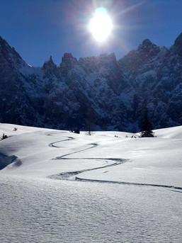 Alleine unterwegs in den winterlichen Bergen