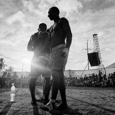 Avant chaque match, les Fagnorolahy paradent autour du ring pour créer le spectacle en dansant sur le rythme du Salegy une musique traditionnelle de la côte malgache.