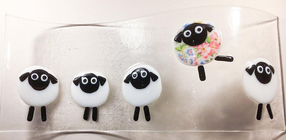 Dancing sheep wave mould