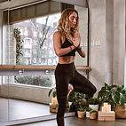 Pexels-acro-acro-yoga-akro-pose-1882000.