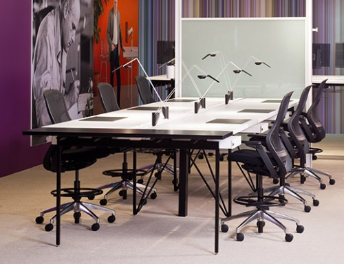 Knoll-antenna-workspaces-standing-height_tables_Sparrow_lamps-500x384.jpg