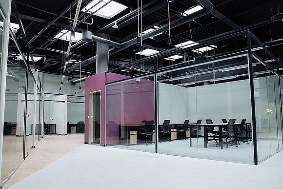 """Автономный офис в коворкинге на 20 р.м. в The Space на М """"Дарница"""""""