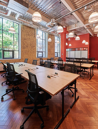 Стильный офис-сьют на 18 рабочих мест в QS Arsenal