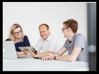 Wir begleiten Sie vom ersten Beratungsgespräch, über die Soft- und Hardware Entwicklung bis hin zum Application Hosting. Gemeinsam erarbeiten wir Ihr Digital-Konzept und unterstützen Sie und Ihre Mitarbeiter darin, sich für die vernetzte Welt strategisch richtig aufzustellen.