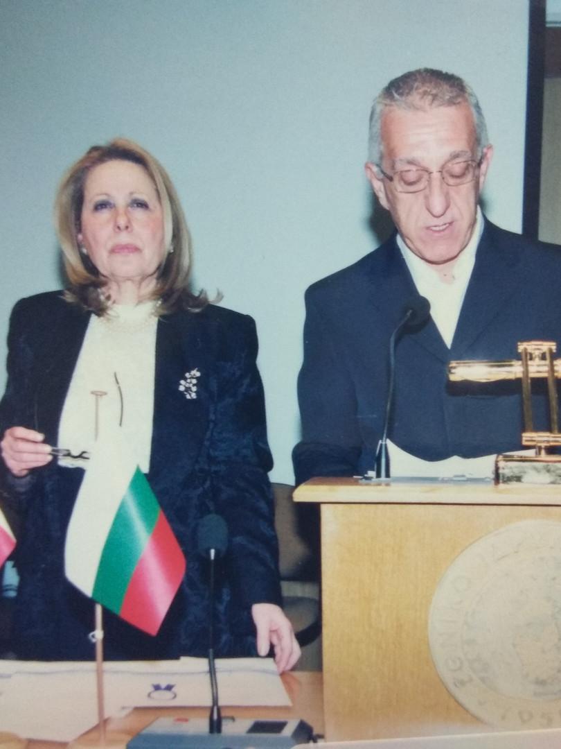 Βραβεία τυφλών παιδιών από τις ξένες χώρες όπου παραλαμβάνουν οι εκπρόσωποι των πρεσβειών της Αθήνας.