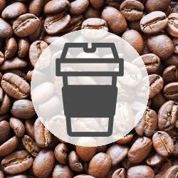 大手カフェチェーンのトレーの原料に弊社のバイオマスプラスチック樹脂が採用されました。