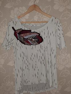 camiseta 100% algodao com folha bordada