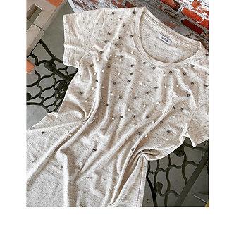 Tshirt cravejada de pérolas