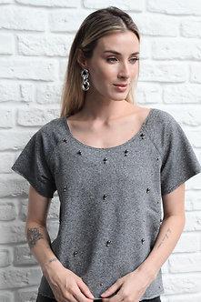 Tshirt de Moletom com aplicaçãode bolinhas em metal
