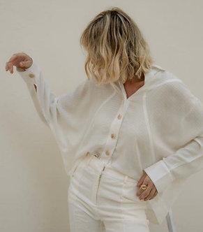 Camisa Carmem, manga borboleta, viscose maquinetada com botões frontais