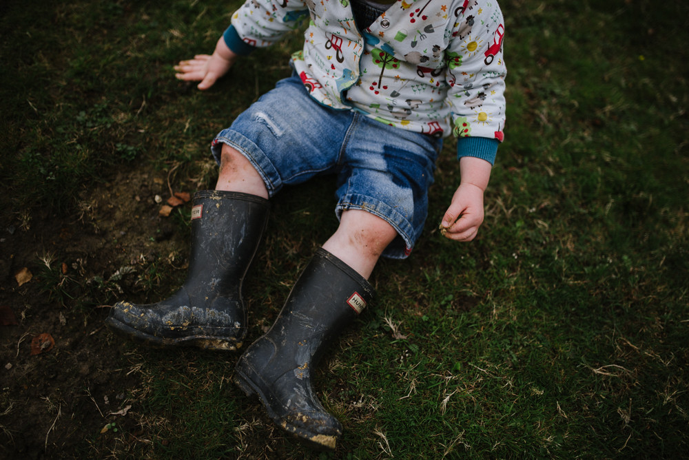 Family photography session - muddy knees