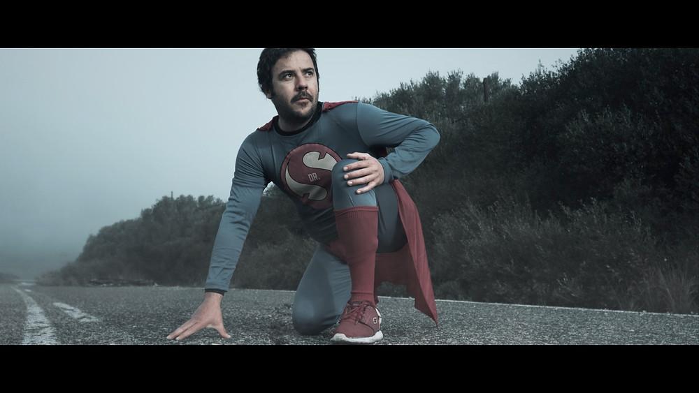 El personaje de este video musical, filmado y dirigido por Ben Welsh, un videógrafo afincado en Tarifa, Cádiz, Andalucía.