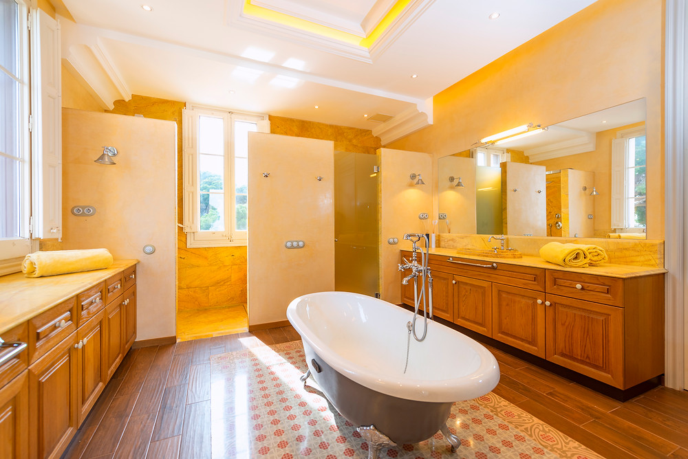 A fabulous bathtub in the middle of the main bathroom.