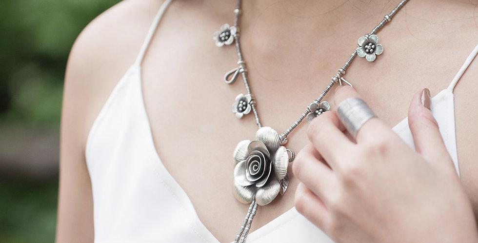 Queen Rosé Necklace in Oxidized Silver