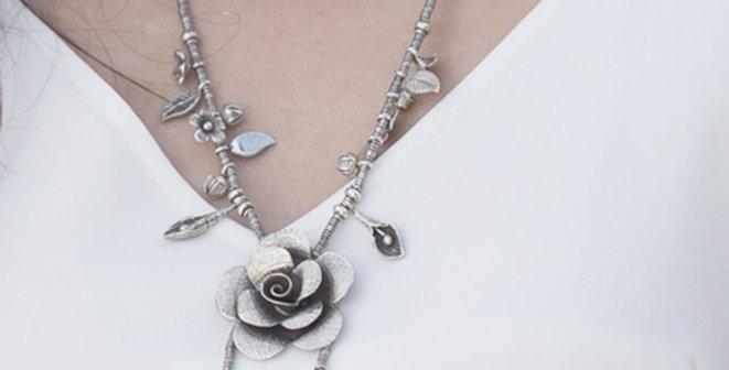 Signature Rosé Necklace in Oxidized Silver