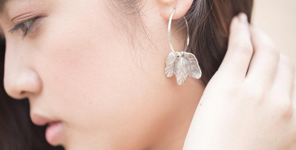 Myrtle Earrings in Oxidized Silver