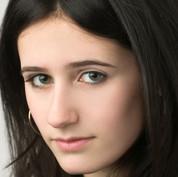 Olivia Sellman (Linda/Miss California)