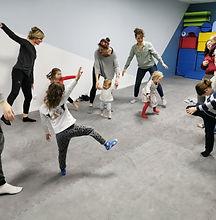 danse parents enfants chez lollipop complicité .jpg