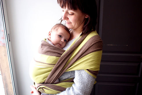 Atelier de portage bébé écharpe tissée chez Lollipop mama et son bébé porte porte bébé tricotée extensible afpb transportage