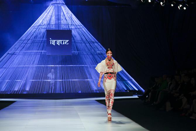 Issue by Roj Singhakul at Vietnam International Fashion Week