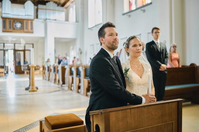 Karesz és Kriszti esküvői fotói, esküvőfotózás Dunakeszi Katolikus templom 07