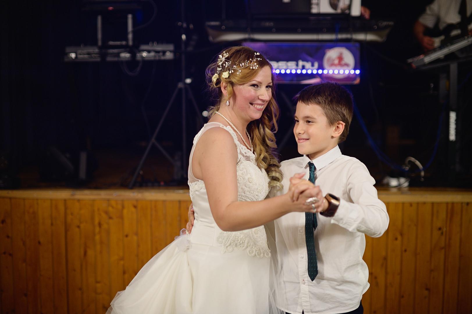 713  Esküvői fotózás - Enikő és Peti Bul