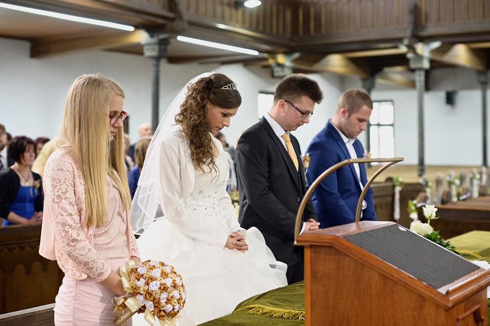 049 Esküvő fotózás - Dia és Endi - Templ