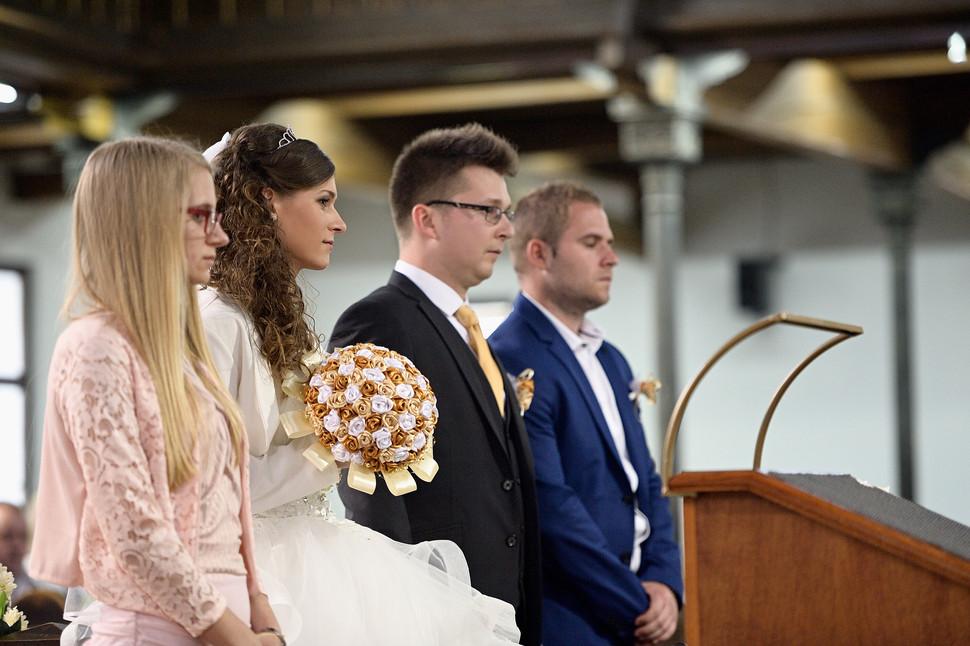 034 Esküvő fotózás - Dia és Endi - Templ