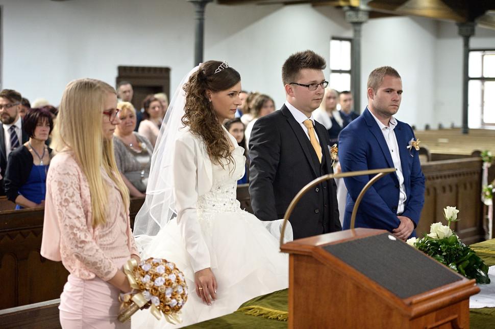 048 Esküvő fotózás - Dia és Endi - Templ