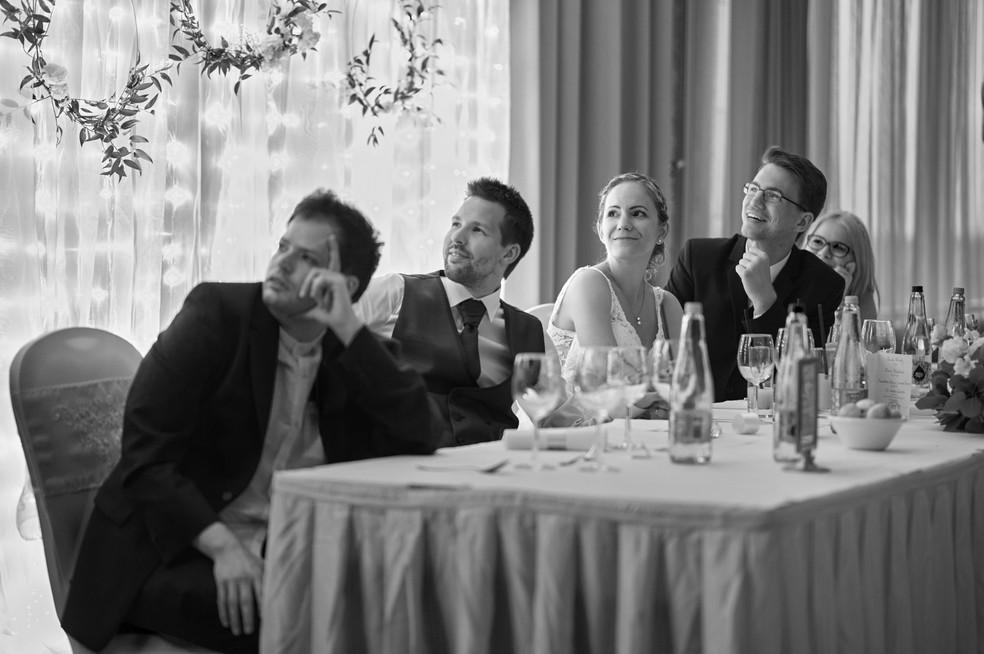 Karesz és Kriszti esküvői fotói, esküvőfotózás Aquaworld  vacsora utáni vetítés