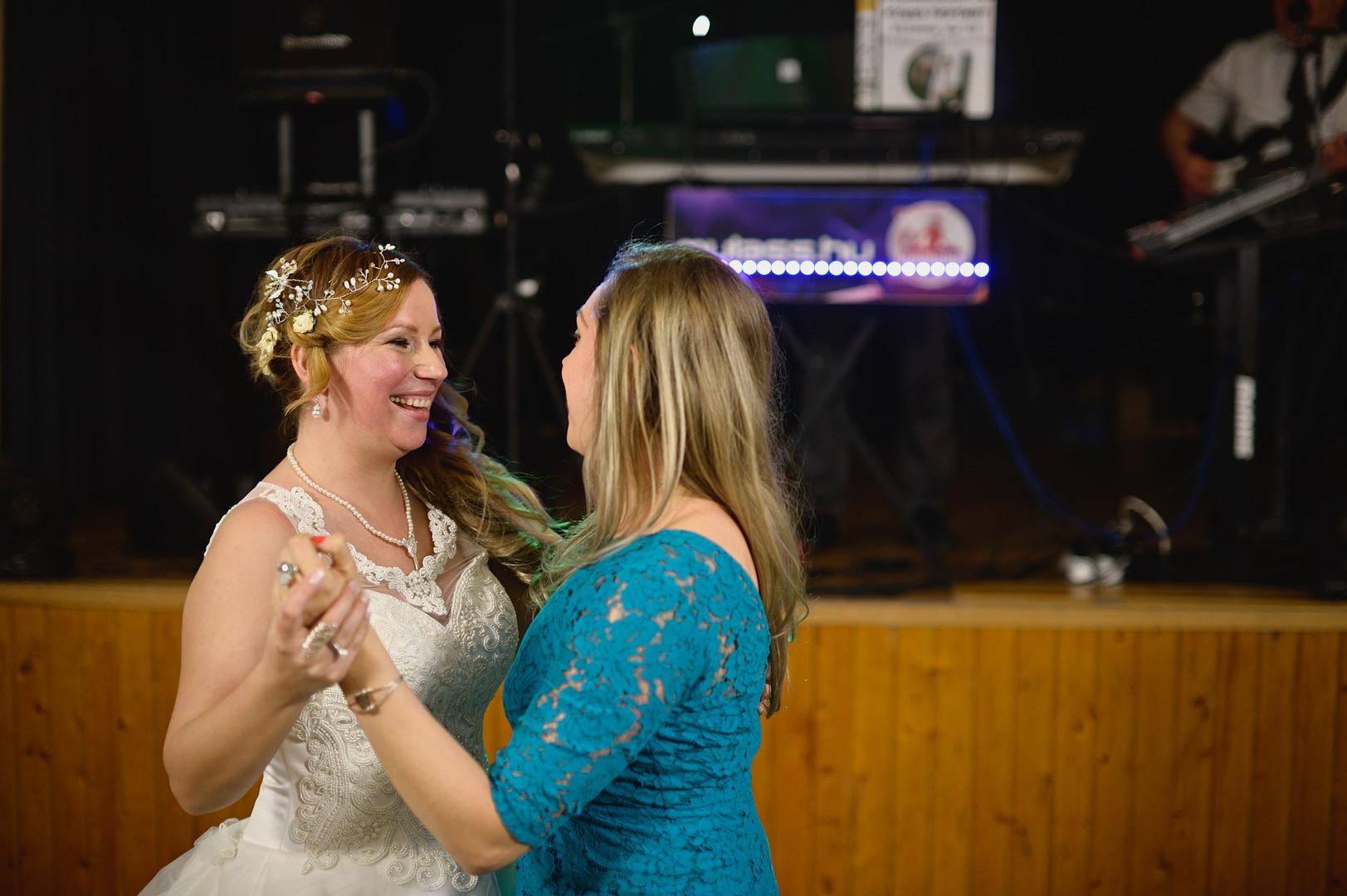 697  Esküvői fotózás - Enikő és Peti Bul