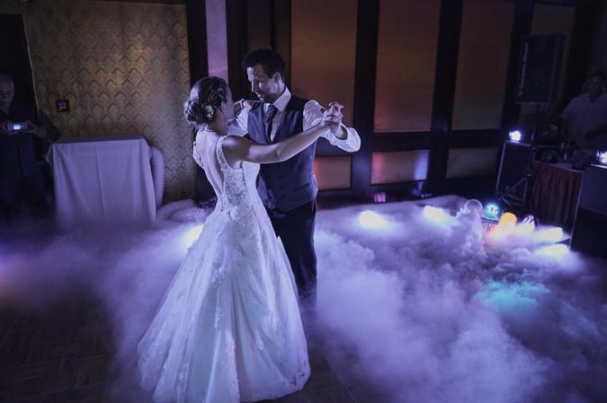 Karesz és Kriszti esküvői fotói, esküvőfotózás Aquaworld - nyitótánc