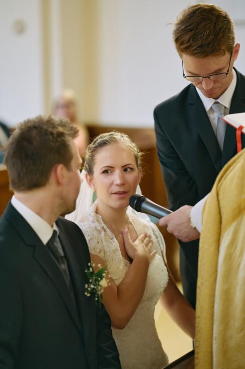 Karesz és Kriszti esküvői fotói, esküvőfotózás Dunakeszi Katolikus templom 05