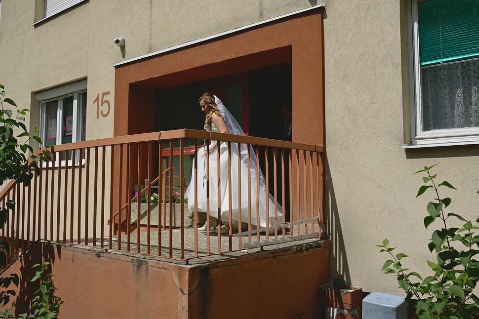 Esküvő fotózás - Enikő és Peti -  menyasszony és vőlegény első pillantása