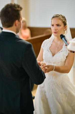Karesz és Kriszti esküvői fotói, esküvőfotózás Dunakeszi Katolikus templom 06