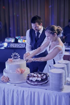 Karesz és Kriszti esküvői fotói, esküvőfotózás Aquaworld tortavágás