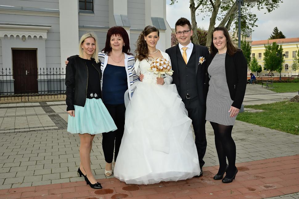 152 Esküvő fotózás - Dia és Endi - CsopoEsküvő fotózás - Dia és Endi - kis csoportos fotózás