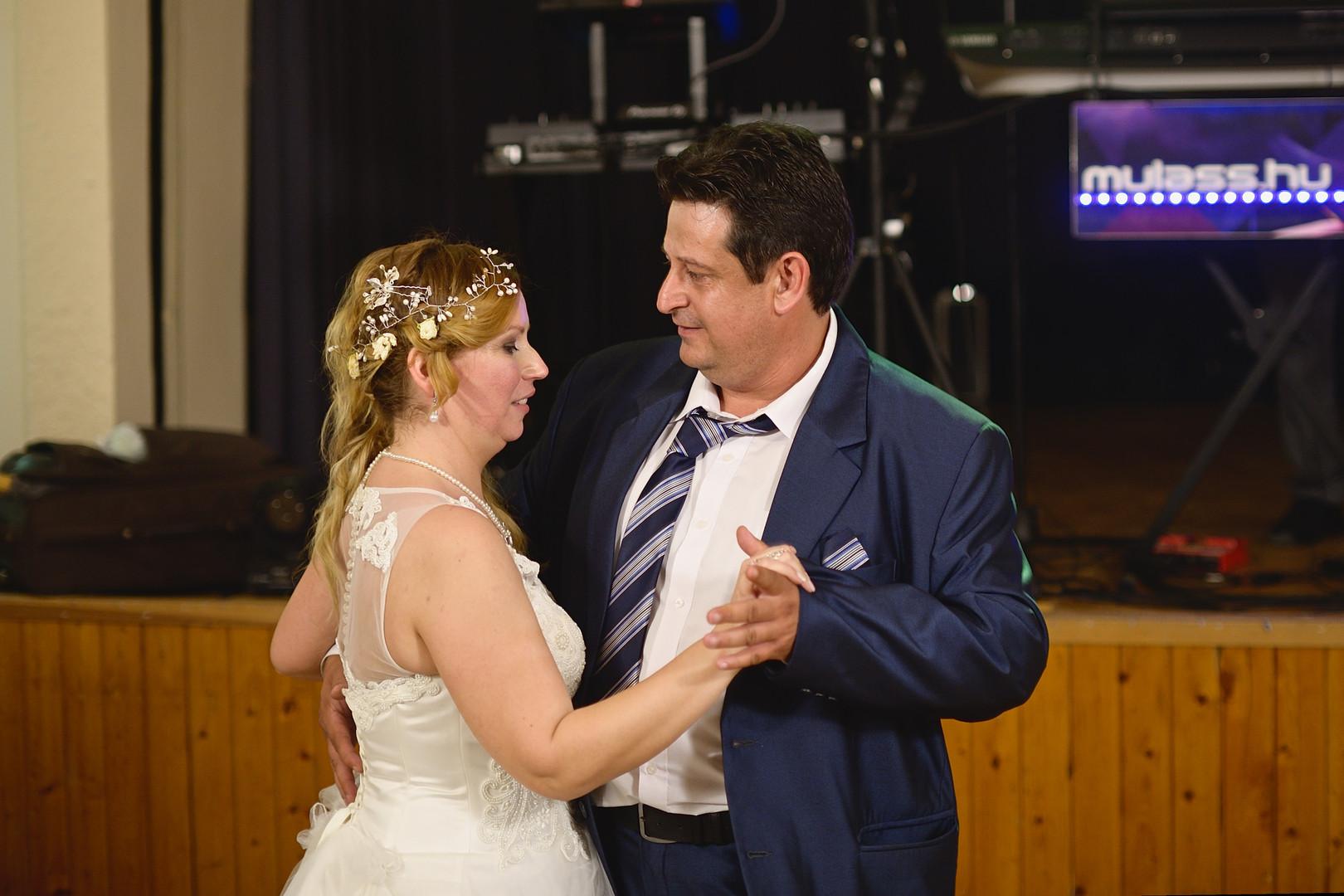 711  Esküvői fotózás - Enikő és Peti Bul