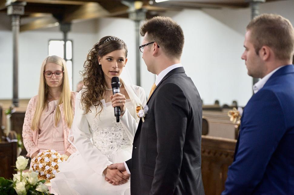 040 Esküvő fotózás - Dia és Endi - Templ