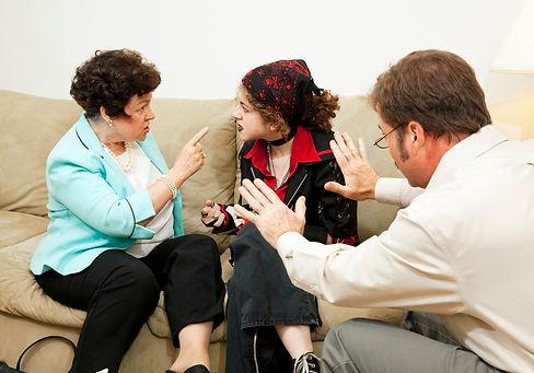 ילדים מתווכחים עם ההורים