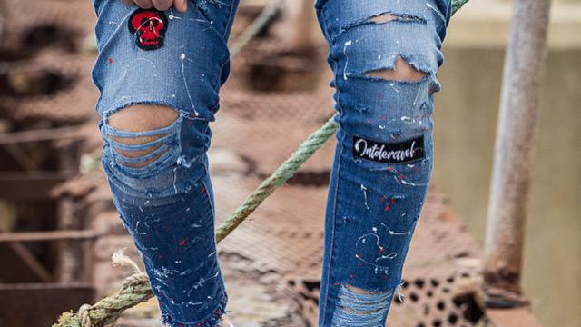INTOLERAVEL ALL VIT DESTROYED JEANS