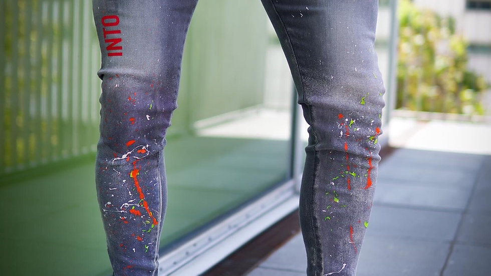 INTOLERAVEL INTO JEANS