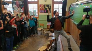 #ADNIMENŐ: rendhagyó osztályfőnöki órát tartottak az RTL műsorvezetői Adakozó Kedden