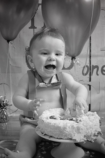 Cake smash first birthday photo