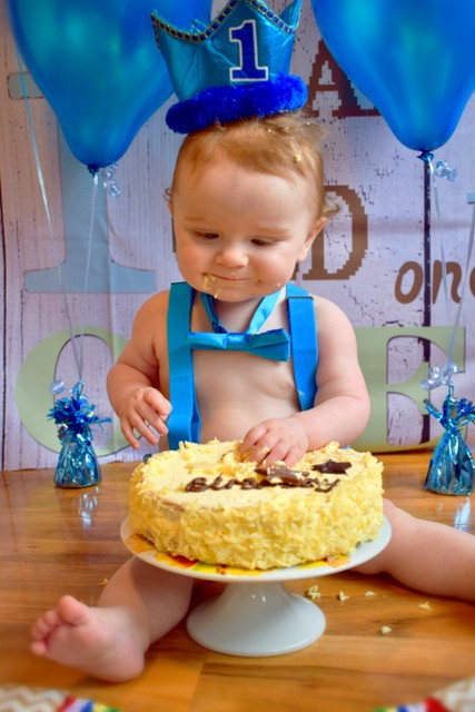 first birthday cake smash photo