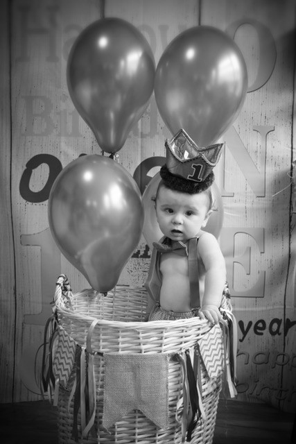 Hot air balloon first birthday photo