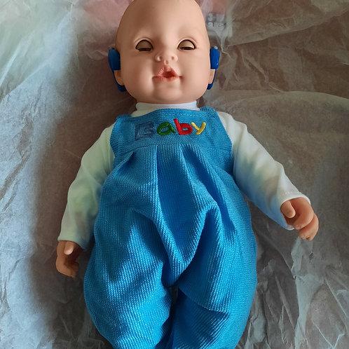 Poupée, bébé avec un implant cochléair